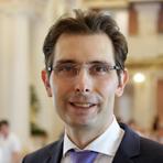 Der Frankfurter Augenarzt Privatdozent Dr. <b>Fritz Hengerer</b> macht sich deshalb ... - 150602d