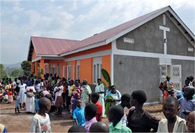 "Eröffnung des Health Center in Kabasekende in Uganda. <p class=""fotonachweis"">Foto: LandsAid/Emesco</p>"