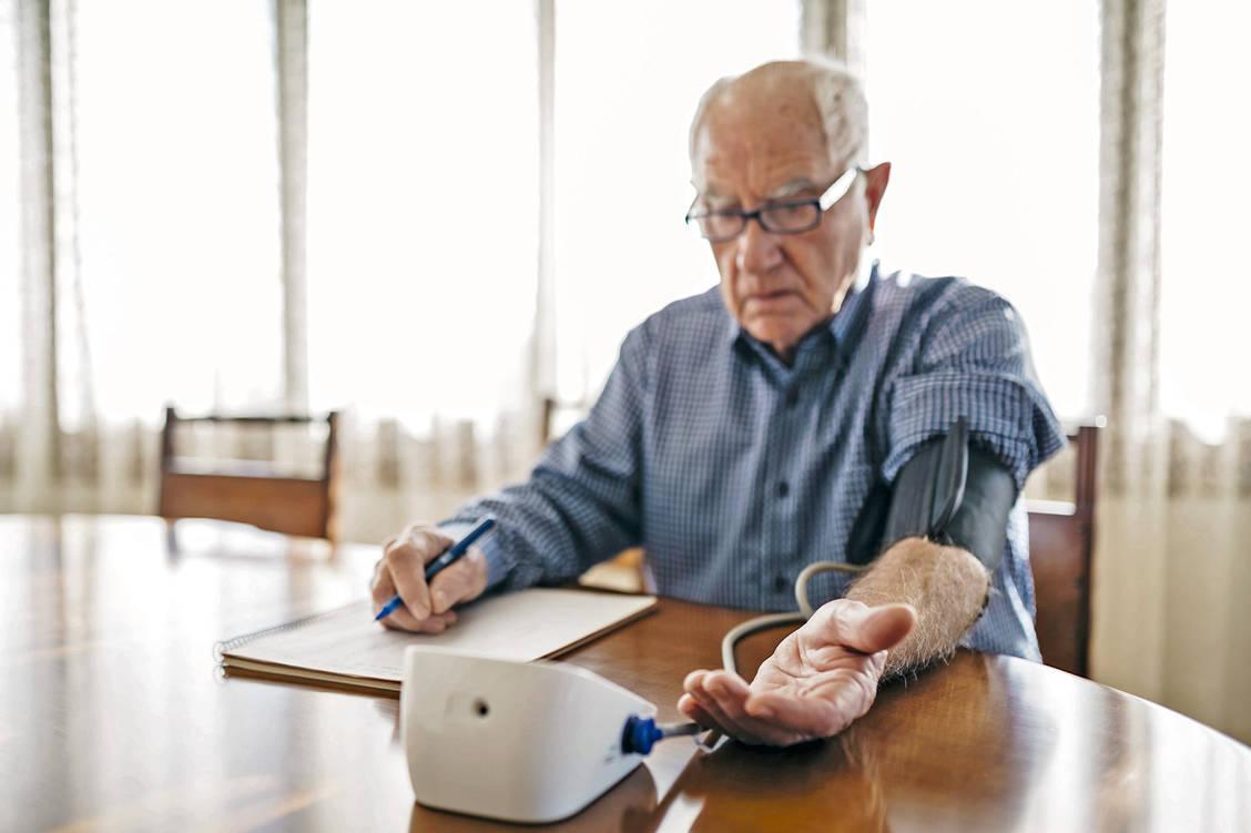 Blutdruck im Alter: Normal kann gefährlich werden - PZ..